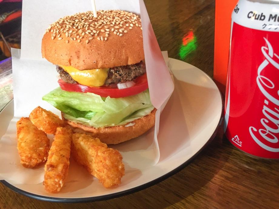 戸頭来たら大きなハンバーガーに大きな笑顔 (BIG SMILE ビックスマイル)