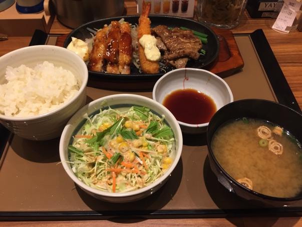 やよい軒牛久上柏田店で食べた厚切りカルビミックス定食