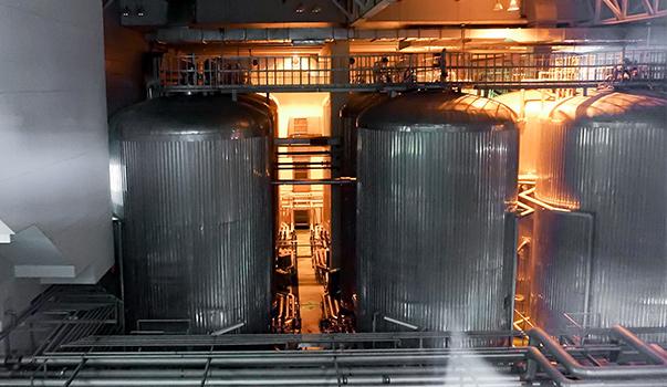 アサヒビール茨城工場見学ろ過を終えたビールが入っています