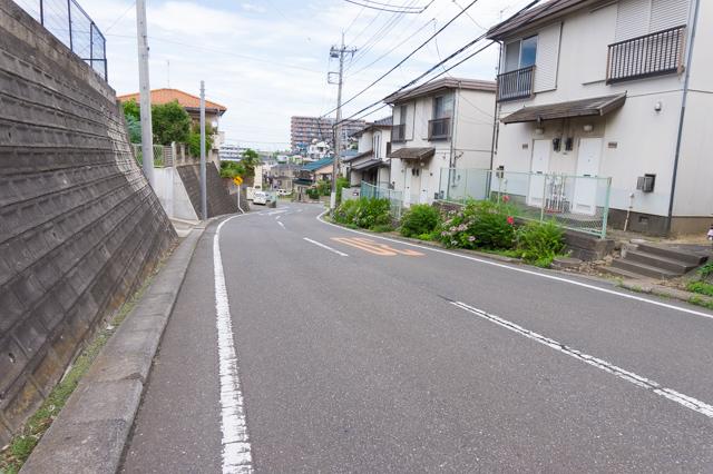 山中坂この坂道のあたりは字山中坪と呼ばれていた
