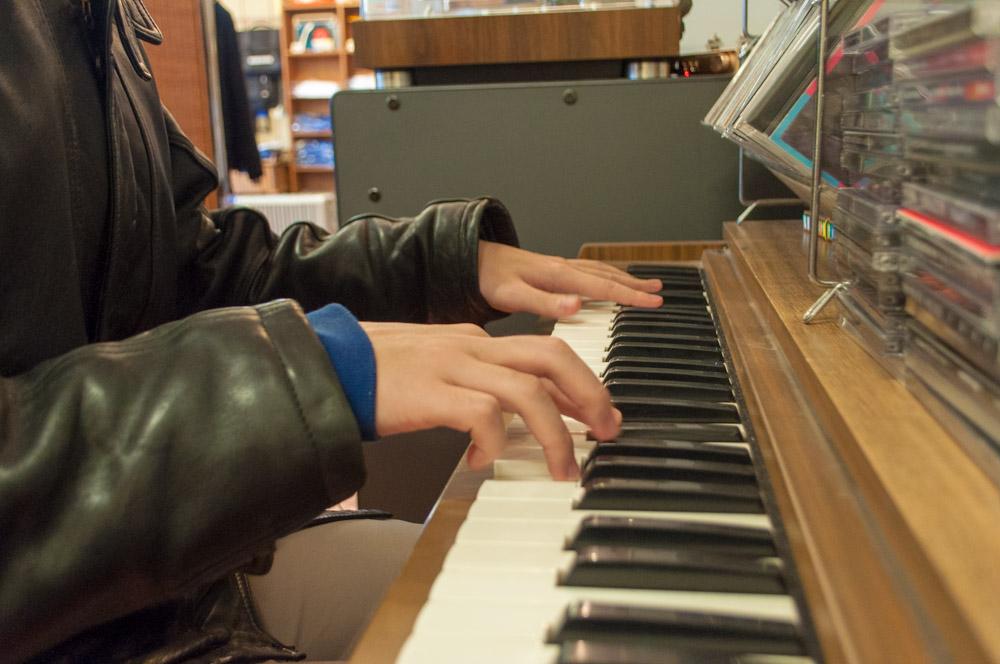 おばあちゃんの影響でピアノも弾けるsuryu-君