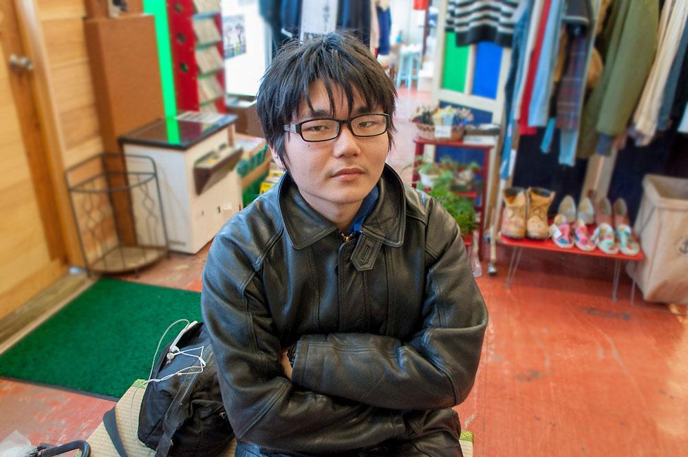 スクールショップオカミにて、小説家を目指しているsuryu-君